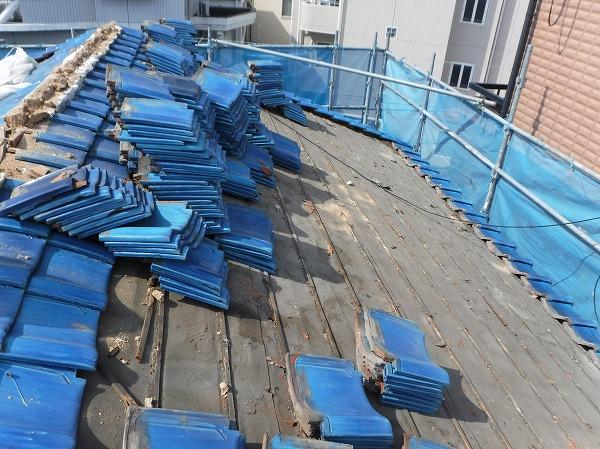 東広島市 瓦屋根の葺き替え工事の始まり。防水紙の重要性
