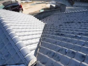北側屋根谷板ヒビ割れ全景