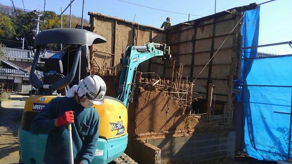 重機で解体工事