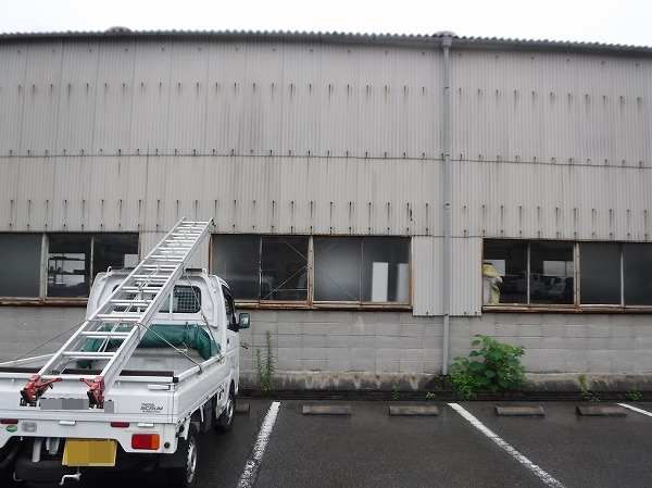 呉市 工場倉庫大波スレートからの雨漏りドローン調査です