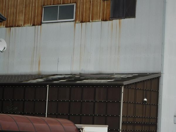 倉庫ポリカ屋根飛散