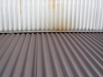 ガルバ波板貼り換え工事壁際
