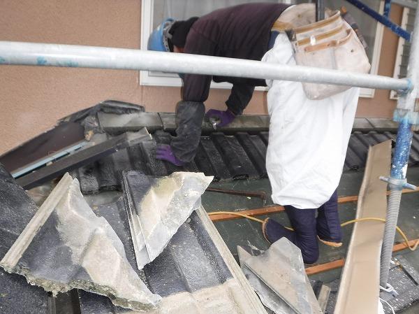 1階屋根セメント瓦降ろし