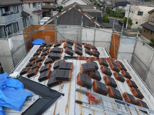 葺き替え工事2階屋根瓦揚げ