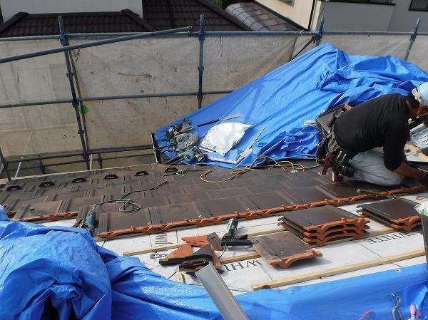葺き替え工事2階屋根平部施工