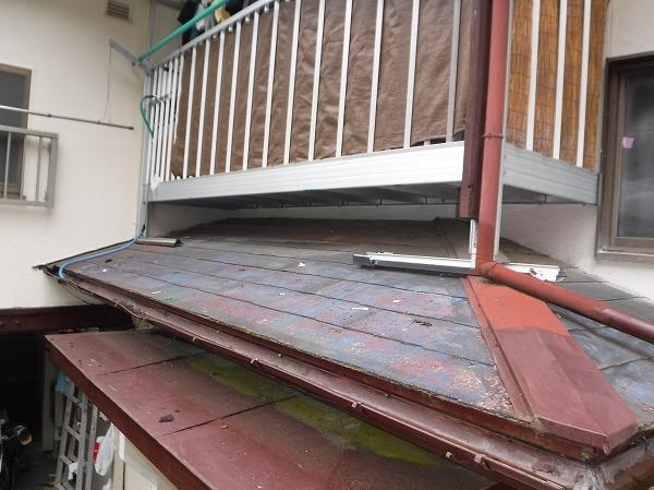 安芸郡熊野町 玄関上スレート屋根の塗装工事で、見た目も綺麗に仕上がりました