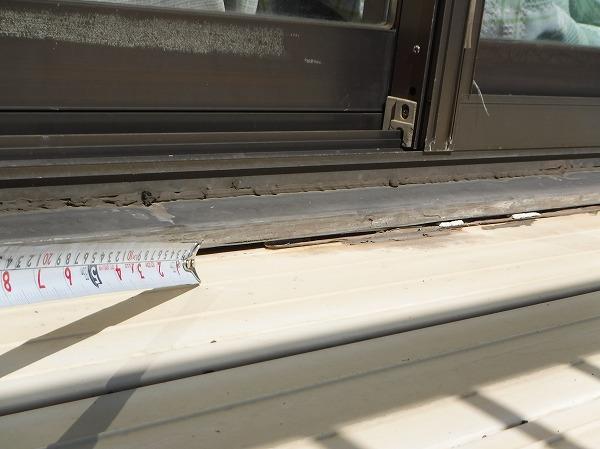 ベランダ床窓枠サッシ取り合い
