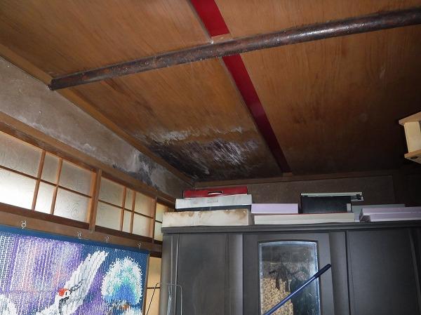 居間天井雨漏れ