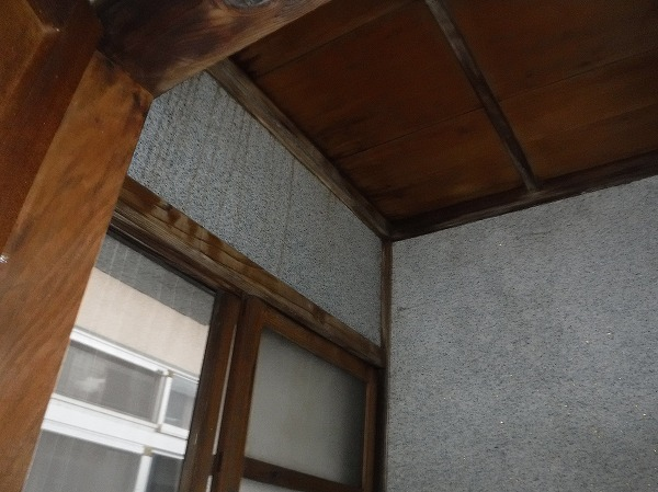 1階トイレ天井雨シミ