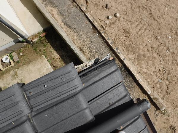 既存屋根袖瓦破損
