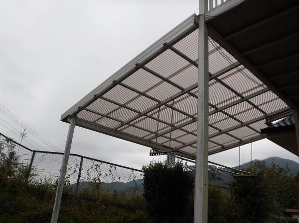 東広島市にて台風でウッドデッキ屋根のポリカ波板が破損。現地調査です