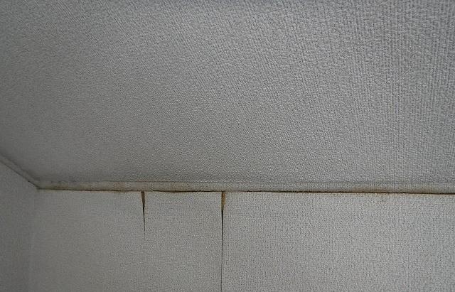 雨漏り壁紙クロス浮き