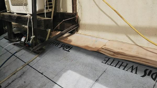 下屋根工事壁際