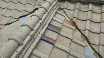 棟際凍害瓦ガルバ鋼板差し込み