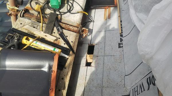 1階屋根換気口取付