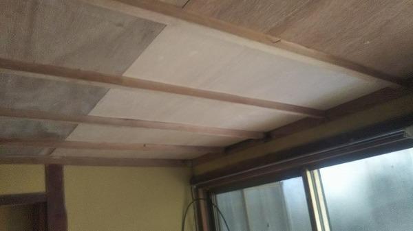 雨漏り天井板貼り替え