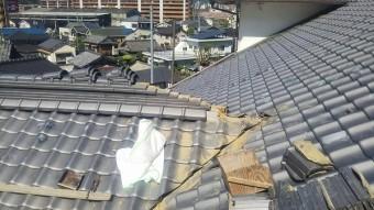 谷板板金差替え工事の為の棟解体工事