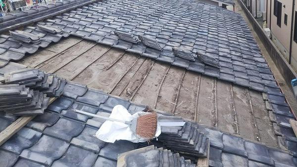 呉市アパート雨漏り葺き直し工事瓦撤去