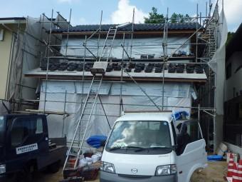 1階屋根瓦揚げ