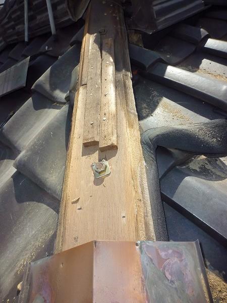 銅板下木下地、屋根下地とボルト固定