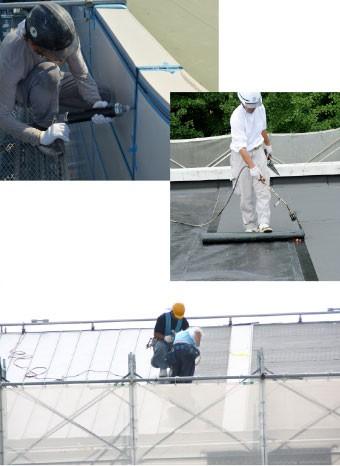 建物に防水加工を施す作業員